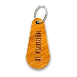 Portachiavi in legno personalizzato con incisione laser indelebile.