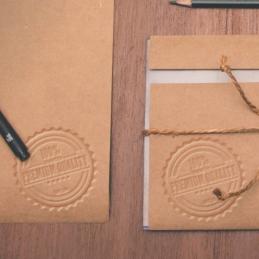Esempio di stampa a secco su carta e busta da lettera